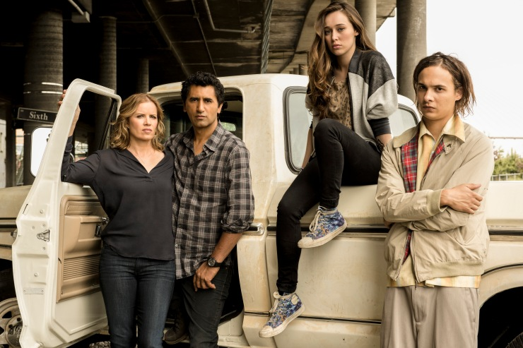 Kim Dickens as Madison, Cliff Curtis as Travis, Alycia Debnam Carey as Alicia and Frank Dillane as Nick - Fear The Walking Dead _ Season 1, Cast - Photo Credit: Frank Ockenfels 3/AMC