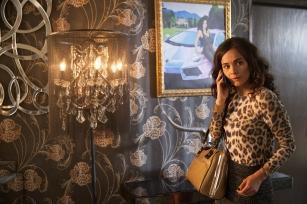 "QUEEN OF THE SOUTH -- ""Piloto"" Episode 101 -- Pictured: Alice Braga as Teresa Mendoza -- (Photo by: Benedicte Desrus/USA Network)"