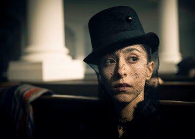 Oona Chaplin es Zilpha. CR: Robert Viglasky/FX
