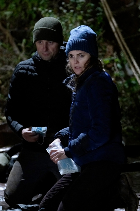 "THE AMERICANS -- ""Amber Waves"" -- Season 5, Episode 1 (Airs Tuesday, March 7, 10:00 pm/ep) -- Pictured: (l-r) Matthew Rhys as Philip Jennings, Keri Russell as Elizabeth Jennings. CR: Patrick Harbron/FX"