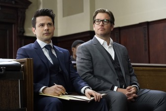 """""""The Necklace""""--FDr. Jason Bull (Michael Weatherly), the brilliant, brash founder of a prolific trial consulting firm, combines psychology, human intuition and high tech data to create winning strategies that steer high-stakes trials in his clients' favor, on the series premiere of BULL, Tuesday, Sept. 20 (10:00-11:00 PM, ET/PT), on the CBS Television Network. Pictured L-R: Freddy Rodriguez as Benny Colón and Michael Weatherly as Dr. Jason Bull Photo: David M. Russell/CBS ©2016 CBS Broadcasting, Inc. All Rights Reserved"""