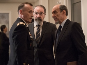 Robert Knepper and General Jamie McClendon , Mandy Patinkin as Saul Berenson and F. Murray Abraham as Dar Adal in HOMELAND (Season 6, Episode 01). - Photo: JoJo Whilden/SHOWTIME - Photo ID: HOMELAND_601_1295.R