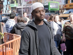 J. Mallory McCree as Sekou Bah in HOMELAND (Season 6, Episode 01). - Photo: JoJo Whilden/SHOWTIME - Photo ID: HOMELAND_601_3622.R