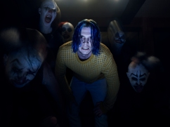AMERICAN HORROR STORY: CULT -- Pictured: Evan Peters as Kai Anderson. CR: Frank Ockenfels/FX