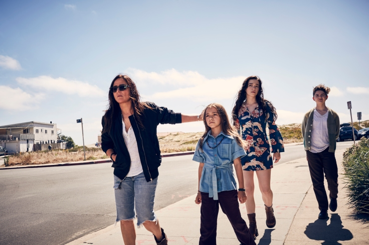 Sam (Adlon) y sus hijas en Better Things 2.