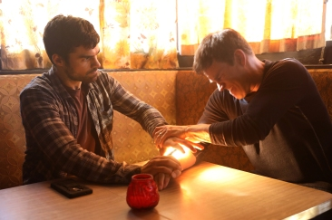 THE GIFTED: L-R: Sean Teale and Stephen Moyer in THE GIFTED premiering premiering Monday, Oct. 2 (9:00-10:00 PM ET/PT) on FOX. ©2017 Fox Broadcasting Co. Cr: Ryan Green/FOX