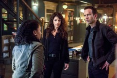 """""""Empathy"""" -- NCIS investigates the disappearance of a Congressional aide after a hitman saves her from two men posing as NCIS agents. Also, Lasalle struggles with life-altering decisions regarding his brother's future, on NCIS: NEW ORLEANS, Tuesday, March 6 (10:00-11:00 PM, ET/PT) on the CBS Television Network. Pictured L-R: Shalita Grant as Sonja Percy, Vanessa Ferlito as FBI Special Agent Tammy Gregorio, and Lucas Black as Special Agent Christopher LaSalle Photo: Skip Bolen/CBS ©2018 CBS Broadcasting, Inc. All Rights Reserved"""